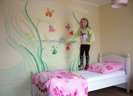 lebendige gestaltung wandmalerei kinderzimmer. Black Bedroom Furniture Sets. Home Design Ideas